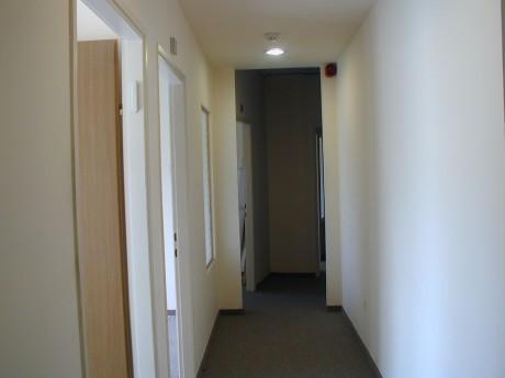 כניסה למשרדים לפני השיפוץ